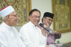 Politik Malaysia, Anwar Ibrahim terkejut