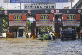 Floods inundate several parts of Jakarta on Sunday