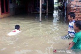 Curah hujan tinggi, banjir melanda 14 desa di Karawang
