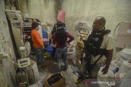 Penggerebekan rumah terduga pabrik narkoba