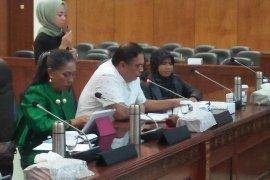 Penebangan kayu di Siwalalat Kabupaten Seram Timur dihentikan sementara