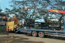 Tabrak tiang listrik, sopir truk muatan pakan ayam tewas di Aceh Utara