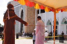 Tiga terpidana maisir dihukum cambuk di Aceh Timur