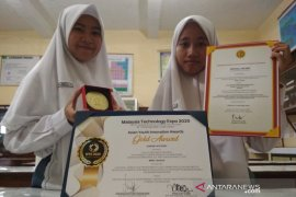 Pelajar MAN Kudus meraih medali emas di Malaysia Technology Expo 2020