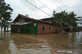 Banjir makin meluas landa 14 kecamatan di Karawang