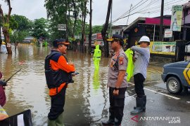 Bantu korban banjir di Bekasi, 800 petugas dikerahkan