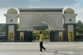 Mahathir Mohamad kembali berkantor di Putrajaya