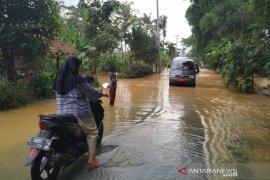 Pendangkalan dua sungai di Tasikmalaya akibatkan banjir di Sukaresik