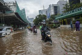 Banjir Jakarta surut, beberapa jalan masih terdapat genangan