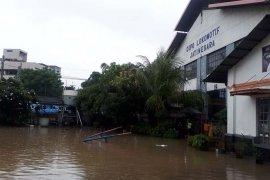 Sejumlah KA  lintas selatan Jawa terlambat akibat banjir