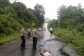 Bencana longsor dan jalan ambles di wilayah barat Gorontalo