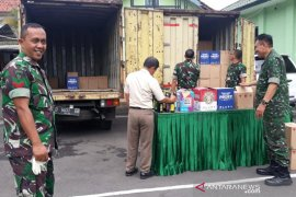 TNI amankan dua truk pembawa minuman keras di Garut