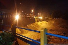 Tinggi permukaan air di Bendung Katulampa Bogor naik lagi menjadi 50 cm