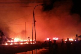 Puluhan kios Pasar Rumbai Inhil ludes terbakar