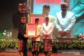 "Sastrawan Ida Bagus Sunu Pidada dianugerahi ""Bali Kerthi Nugraha Mahottama"""