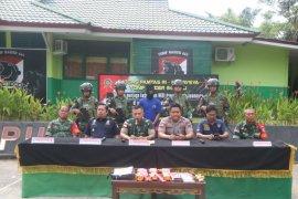Satgas Pamtas Yonif Raider 641/Bru serahkan proses hukum penyelundupan sabu ke Polda Kalbar
