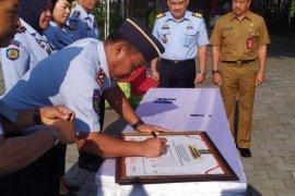 Kakanwil Kemenkumham Bali minta pelayanan Lapas bebas KKN