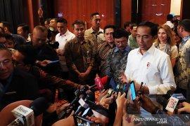 Presiden Jokowi mengaku banyak ditawari obat penggemuk badan