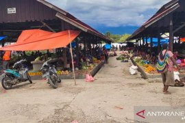 Satpol PP tempatkan 10 personel lindungi mama-mama Papua