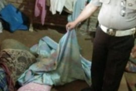 Polisi olah TKP pembunuhan di Galang