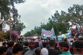 Polda Riau disarankan keluarkan status DPO Plt Bengkalis