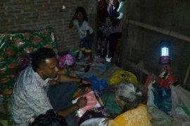 Politikus Partai Aceh bantu lansia kurang mampu di Aceh Utara