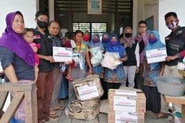 Warga Desa Kuala Terusan terima bantuan kemanusiaan dari ACT Riau