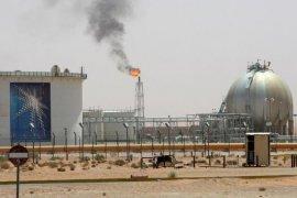Harga minyak naik terangkat peluncuran vaksin AS, ketegangan di Timur Tengah