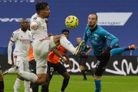 Lyon gasak 10 pemain Reims 3-0 di Groupama