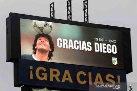 Legenda sepak bola Diego Maradona yang terus hidup di hati para pendukungnya