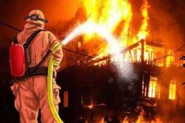 Restoran di Jalan Paus Rawamangun terbakar