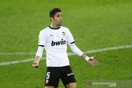 Bek Valencia asal Brazil Gabriel Paulista ingin bela Spanyol di EURO