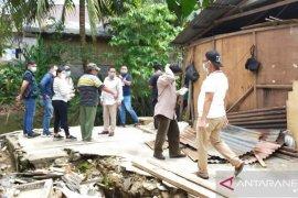 Sekretaris Komisi I DPRD Manado Turlap periksa penyebab banjir di Malendeng