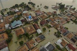 Banjir merendam ribuan rumah di Karawang