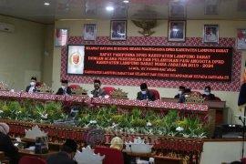 Bupati dan Wakil Bupati Lampung Barat hadiri cara pelantikan PAW DPRD Lampung Barat
