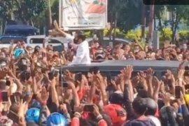 Kerumunan warga di Maumere NTT merupakan reaksi spontan