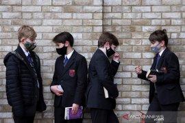 Inggris memperpanjang izin tes cepat COVID-19