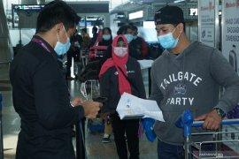 179 PMI non prosedural pulang ke Surabaya