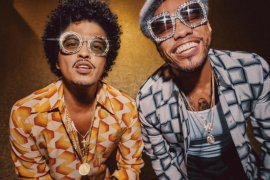 "Bruno Mars dan Anderson .Paak rilis ""Leave the Door Open"""
