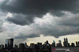 Sebagian DKI Jakarta diprakirakan hujan disertai petir pada Sabtu