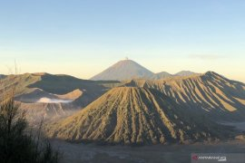 Pendakian Gunung Semeru kembali dibuka pada 1 April 2021