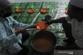 Tradisi bubur masjid Ki Gede Ing suro