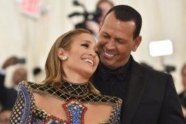 """Jennifer Lopez dan Alex Rodriguez putus, """"lebih baik sebagai teman"""""""