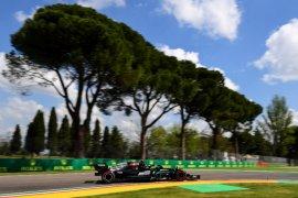 Mercedes dan Red Bull bersaing ketat dalam latihan 1 GP Emilia Romagna