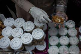 Kecamatan Gambir pantau keamanan makanan takjil di kawasan Cideng