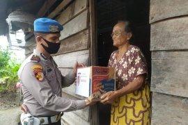 Polres Meranti bagi sembako gratis untuk warga kurang mampu