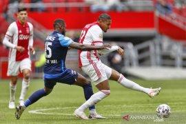 Sebastien Haller nikmati penampilan perdana di hadapan suporter Ajax