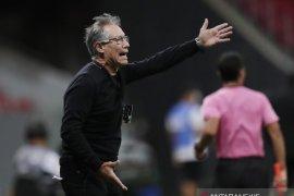 Merasa gagal, Holan mundur sebagai bos Santos
