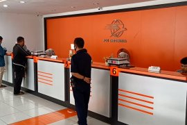 Pengiriman paket di Kantor Pos Serang meningkat selama Ramadhan