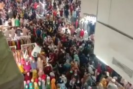 Polda-TNI buat posko pengamanan cegah kerumunan di Pasar Tanah Abang